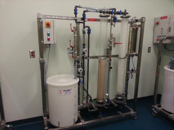 Unité pilote de traitement par air stripping et filtration